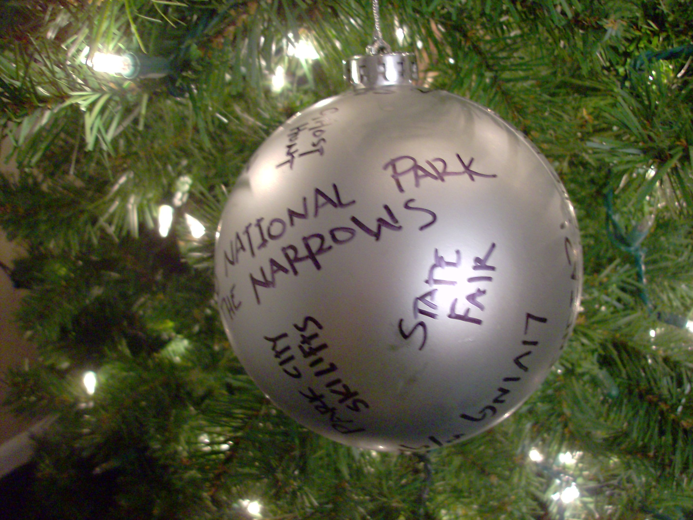 Personalized name ornaments - Here S