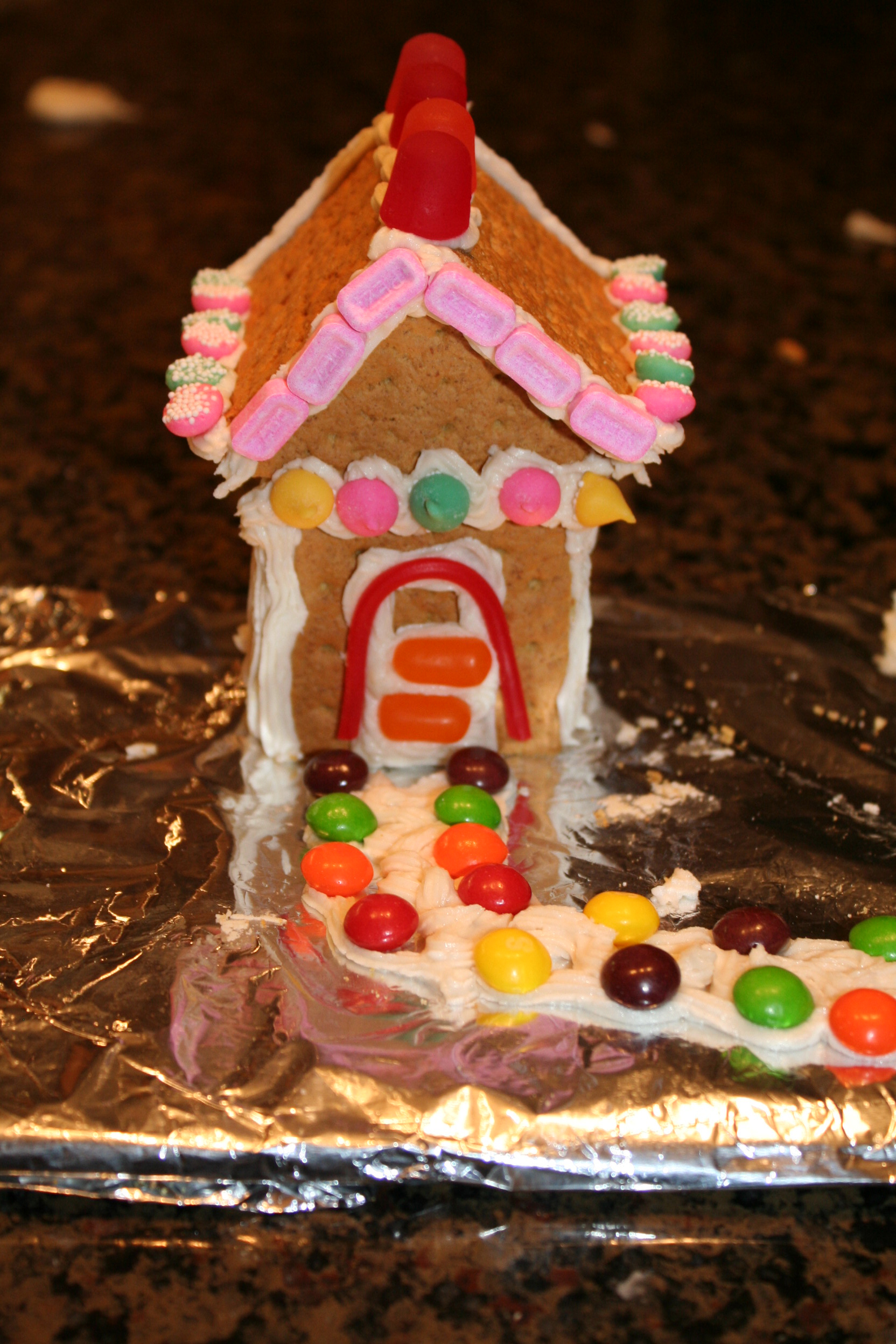 Easy Steps to Build a Gingerbread House with Graham Crackers Posted on Tuesday, November 29, 16 Comments Last week I showed you how to assemble Gingerbread Houses in minutes, but I only showed how to assemble a house with gluten-free crackers.