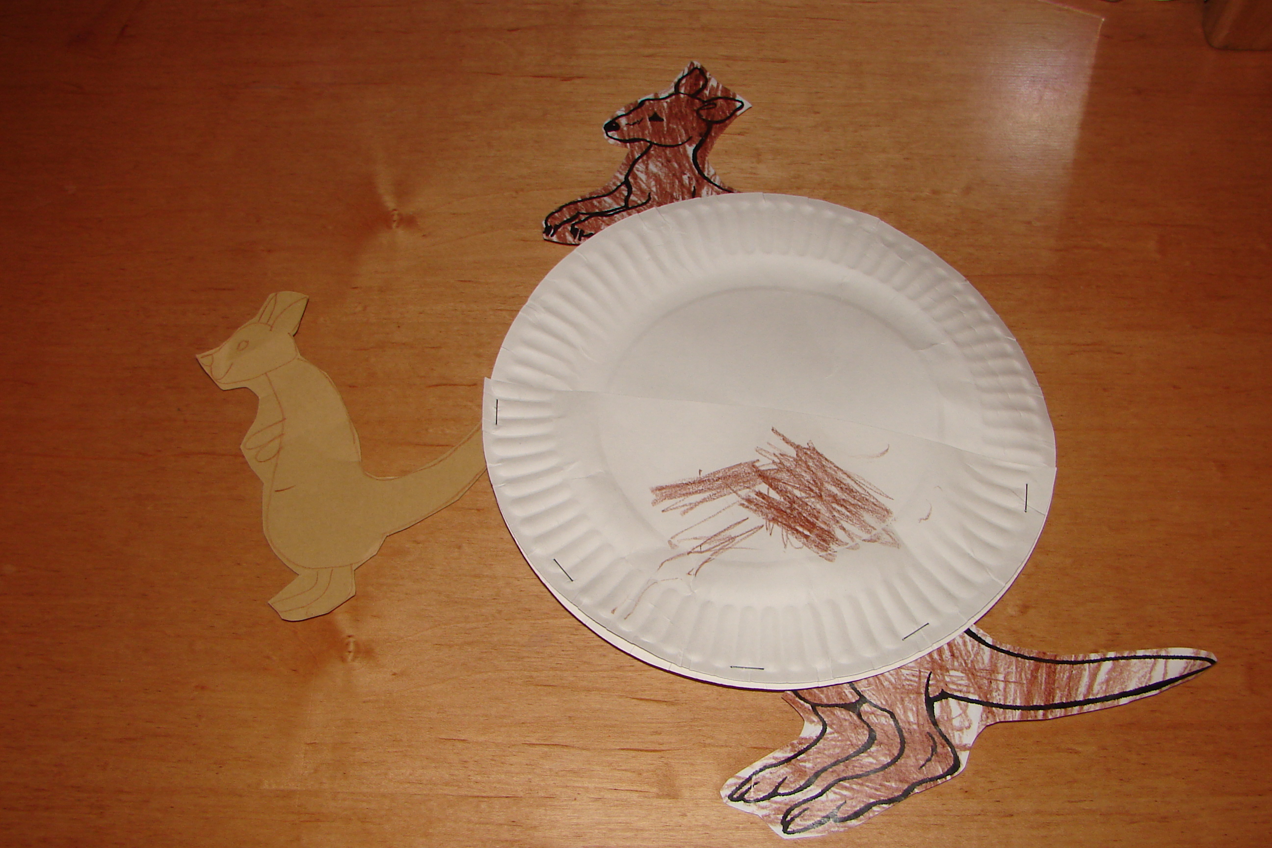 & Kids Craft: Paper Plate Mama Kangaroo Pouch and Baby | Mommysavers