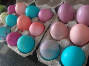 Dye Easter Eggs Frugally with Food Coloring
