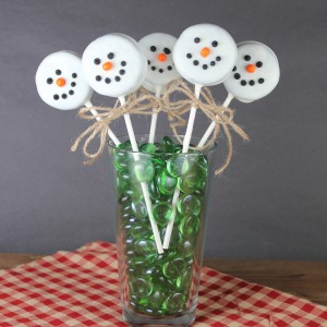 Christmas Treats:  Oreo Snowman Pops