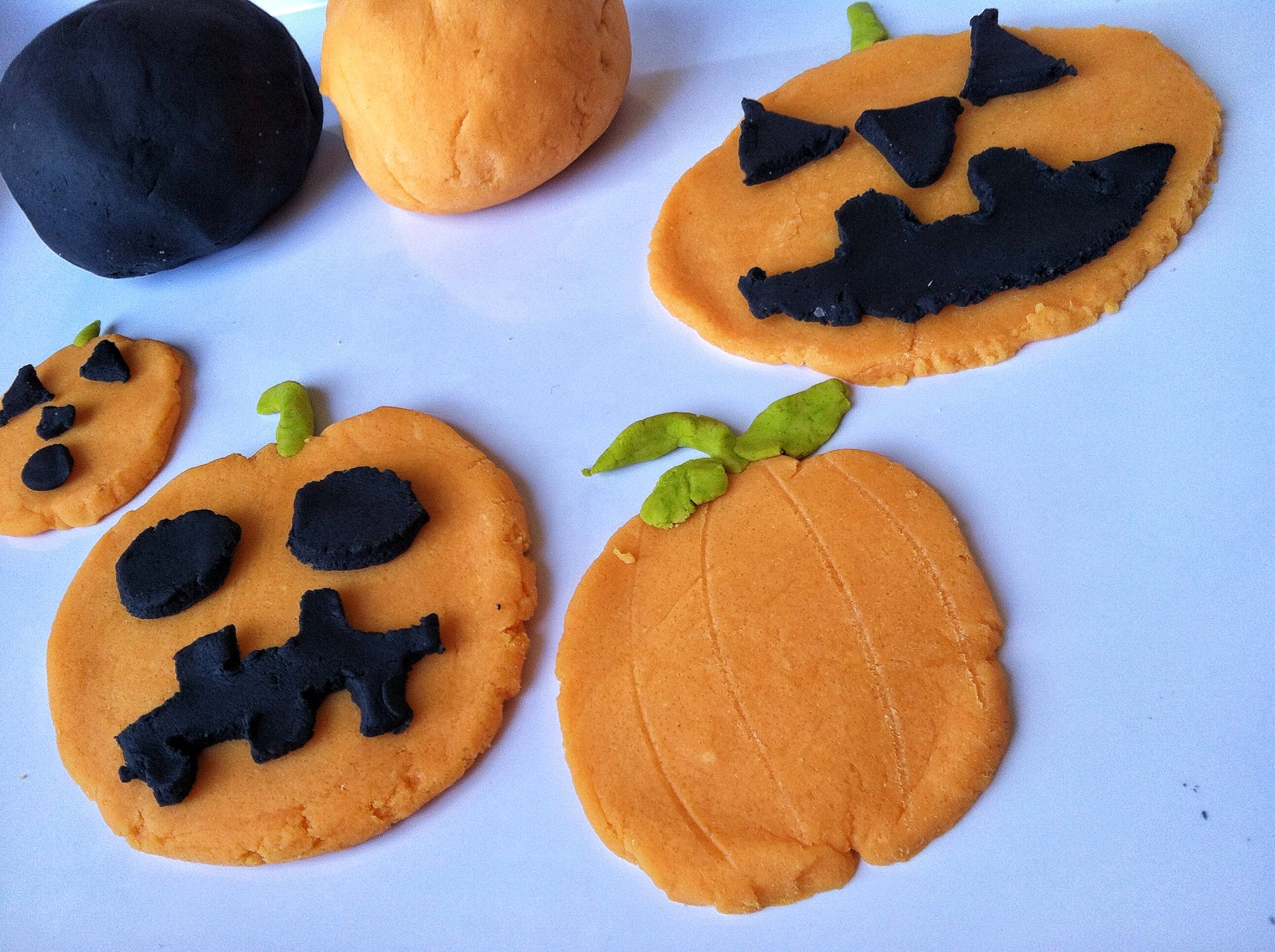 halloween craft and invitation to play: halloween play dough