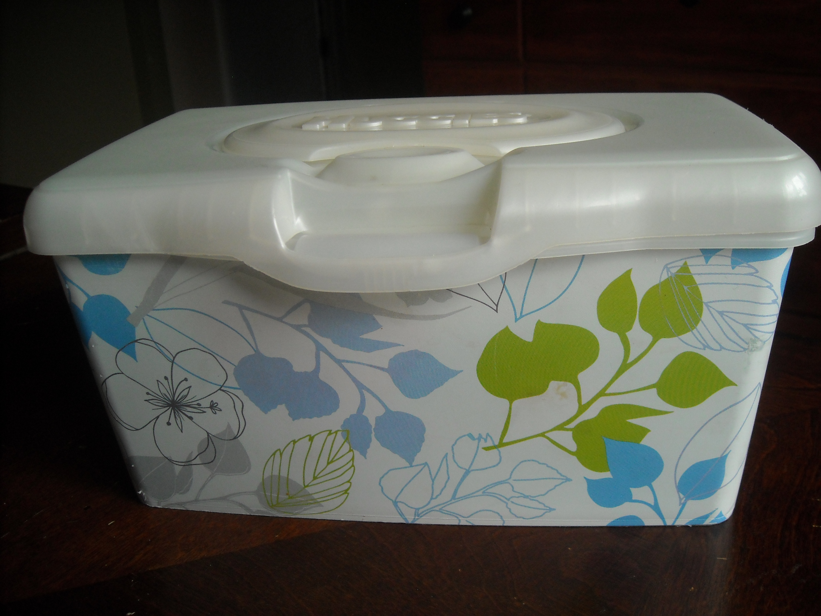 35 Smart Ways To Reuse Baby Wipes Containers