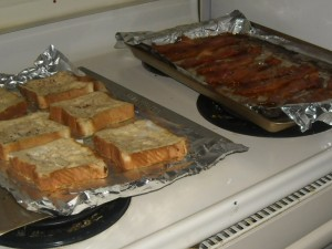 Easy Hot Breakfast on a Weekday:  French Toast and Bacon (In the OVEN!)
