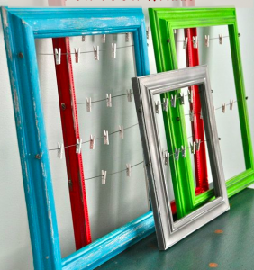 Frugal DIY Holiday Home Decor DAY FIVE: Holiday Card Display Ideas