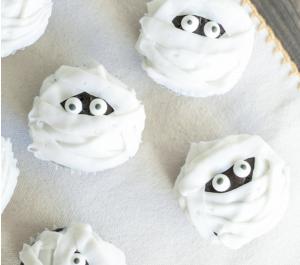 Halloween Cupcakes - Mummies